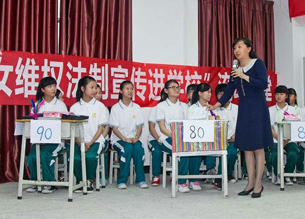 """学法懂法,助力健康成长""""少女法律知识竞赛在平潭中学举行"""